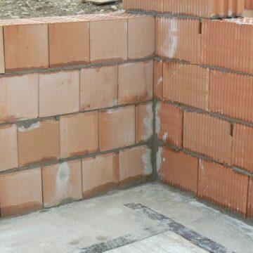 Budowa garaży i przydomowych ganków a rozbudowa budynku