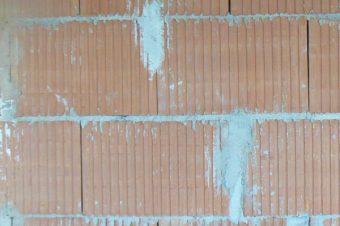 Garaż czy wiata garażowa – co wybrać, by ograniczyć formalności