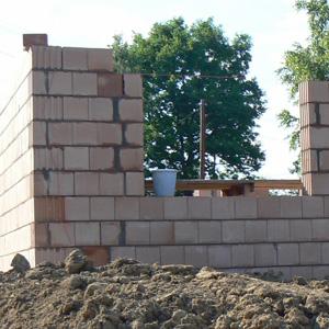 Zmiany w projekcie na etapie budowy – czego lepiej nie robić na własną rękę